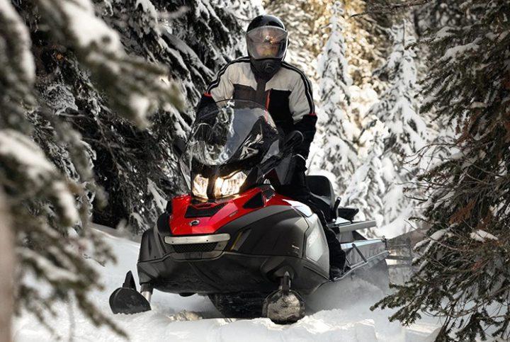 La motoneige la plus robuste, la Ski-Doo Skandic SWT 2020